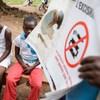 Réunion communautaire en Côte d'Ivoire pour encourager l'élimination des mutilations génitales féminines.