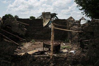 Casa queimada em Bor, no Sudão do Sul.
