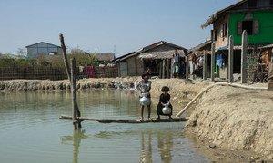 В ЮНИСЕФ призывают вспомнить о забытых детях из числа рохинджа, оставшихся в Мьянме и живущих в чудовищных условиях в лагерях в штате Ракхайн