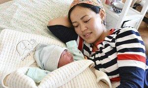 Счастливая мама в родоме г. Ош в Кыргызстане.
