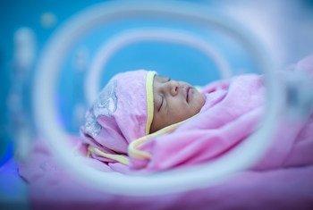 Bebê no hospital de Assosa, na Etiópia.