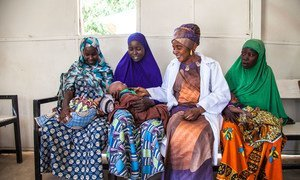 Amina Shallangwa, a UNICEF-supported midwife (third from left), talks with new mothers at a UNICEF-supported health clinic in Muna Garage IDP camp, Maiduguri, Borno State, northeast Nigeria, in 25 January 2018.