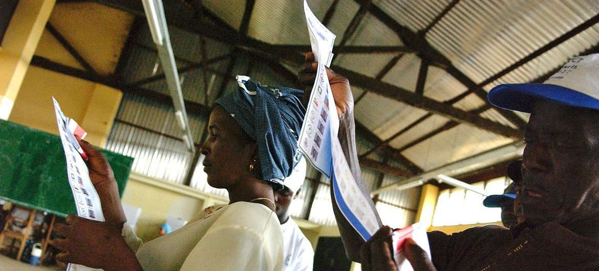 Voters inspecting ballot papers on election day in Montserrado in October 2005.