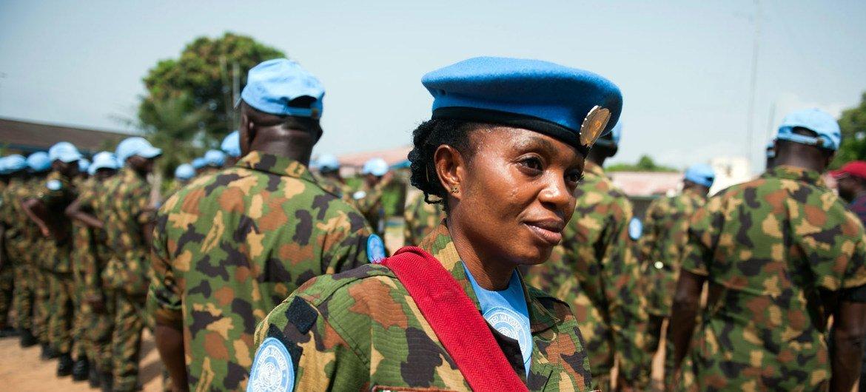 Деятельность женщин-миротворцев стала одним из ключевых компонентов успеха. Капрал Мемунату Яхайя из Нигерии на базе ООН в Монровии.
