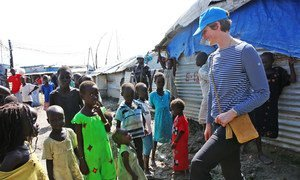 Caption: Lt. Col. Katie Hislop, the first female contingent commander to serve with the UN Mission in South Sudan (UNMISS), greets children in the Bentiu Protection of Civilians site.