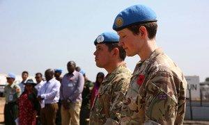Начиная с 1948 года, в миротворческих операциях ООН приняли участие тысячи военных из Соединенного Королевства. Более 100 из них отдали свои жизни, защищая людей в ходе операций, санкционированных Советом Безопасности ООН. В День памяти павших британские военные вспоминают своих погибших товарищей.