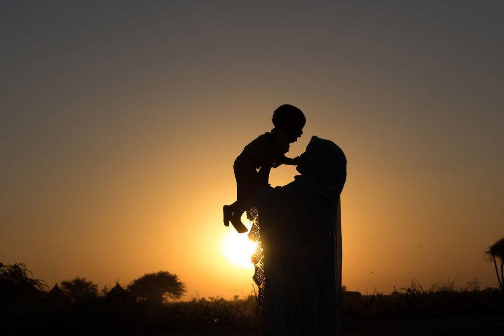 Ndoa za mapema ni moja ya sababu kuu za umaskini katika jami mbalimbali kote duniani. HalimŽ kutoka Chad aliozwa akiwa na umri wa miaka 14 na hakuwahi kwenda shule kabisa, tofauti na kaka zake ambao walipelekwa shuleni.