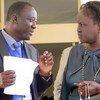 Musa Yerro Gassama (à gauche), chef de la division des droits de l'homme à la MINUSCA, en République centrafricaine
