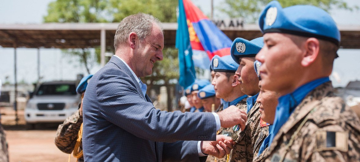 The head of the UN Mission in South Sudan, David Shearer, awards the UN Medal to Mongolian peacekeepers (8 May 2017).