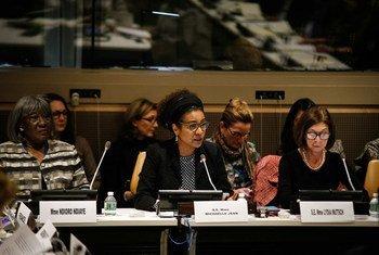 La Secrétaire générale de l'Organisation internationale de la Francophonie (OIF), Michaëlle Jean, lors d'une réunion sur l'autonomisation des femmes.