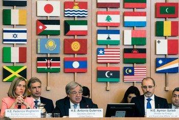 António Guterres (centro) na Conferência Ministerial em Roma.