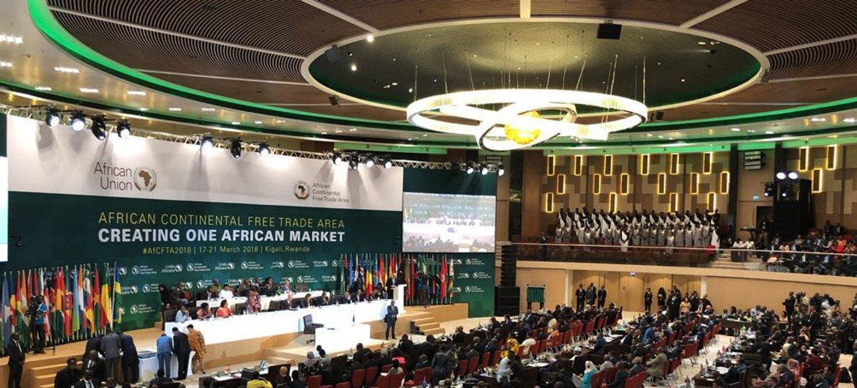 Viongozi wa Muungano wa Afrika, AU, wakisaini azimio la Kigali la kuanzisha eneo la biashara huru barani Afrika, AfCFTA, hii ilikuwa tarehe 21 Machi 2018 mjini Kigali nchini Rwanda.