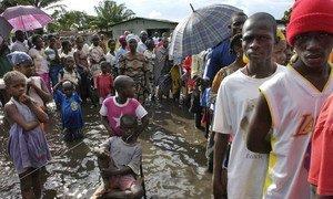 Wananchi wa Liberia mjini Doe wakiwa katika foleni ya kupiga kura ya uchaguzi mkuu wa rais nchini Liberia