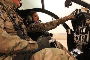 Sandra Hernández es la única mujer piloto en la misión de la ONU en Mali