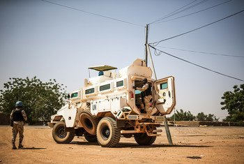 Cascos azules patrullan el poblado de Bara al noreste de Mali. Se trata de una de las misiones más peligrosas de la ONU.