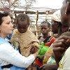 La Coordinatrice humanitaire de l'ONU en Centrafrique, Najat Rochdi en visite à Kaga Bandoro, dans la préfecture de Nana Gribizi,dans le centre de la RCA (15 avril 2017).