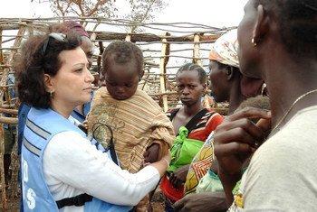 La coordinadora humanitaria de la ONU Najat Rochdi visita Kaga Bandoro en la República Centroafricana.