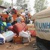难民署非政府组织合作组织的工作人员将一辆载有刚果(金)开赛省难民的私人物品的卡车运往安哥拉北部卢瓦乌定居点。