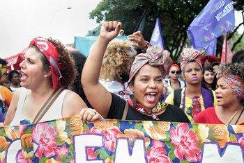 نساء برازيليات يطالبن بحقهن في المساواة