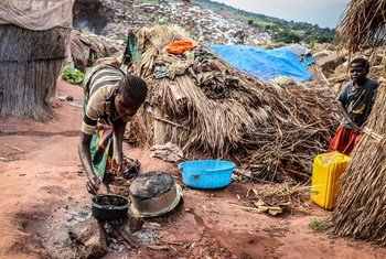 Woman cooking in Katanika IDP site, where more than 6,000 families have taken refuge fleeing growing interethnic violence in the area. The site is located a few kilometers from Kalemie, the capital of Tanganyika province in the south-east of the Democratic Republic of the Congo.