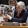 Lors d'un exposé au Conseil de sécurité, Mark Lowcock, le Secrétaire général adjoint aux affaires humanitaires et Coordonnateur des secours d'urgence, présente des photos de sa récente mission en République démocratique du Congo.