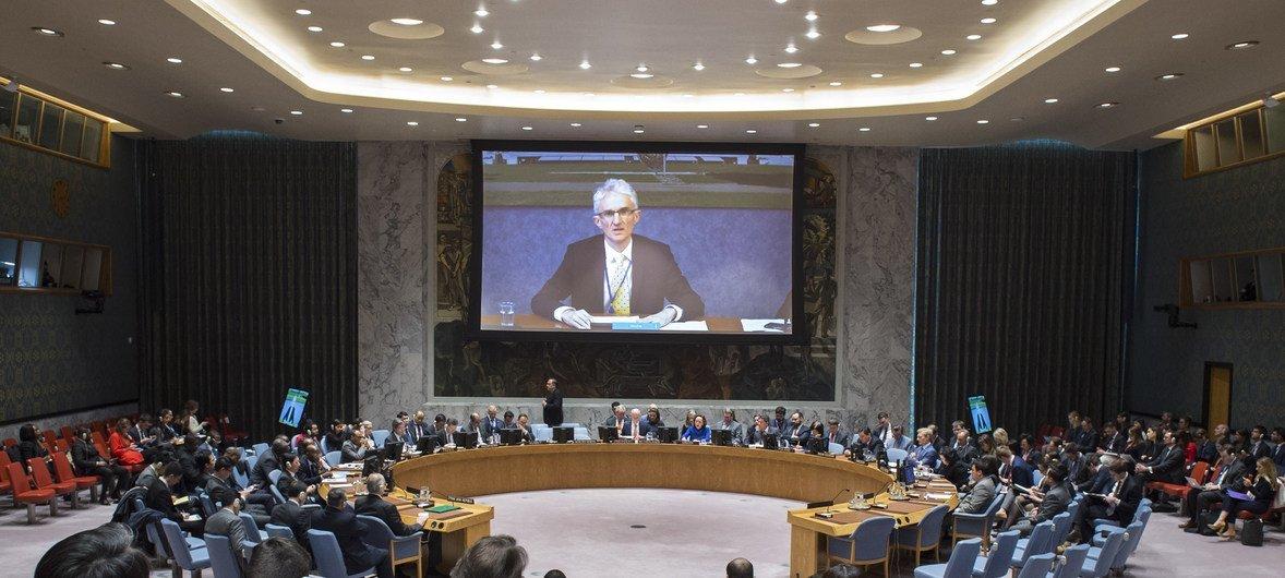 مارك لوكوك منسق الأمم المتحدة للإغاثة الطارئة خلال إحاطته عن الوضع في سوريا أمام مجلس الأمن الدولي عبر دائرة تليفزيونية من جنيف