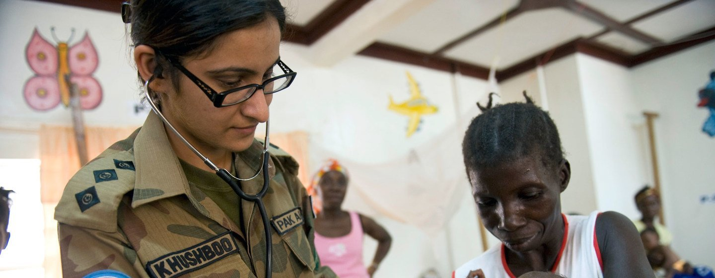 A Pakistani medical officer serving with the UN Mission in Liberia (UNMIL) examines an infant in a maternity ward in Tubmanburg in February 2009.