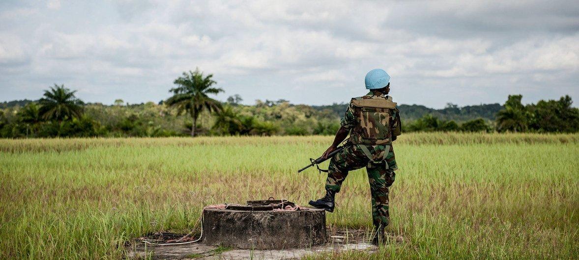 Soldado de paz do Gana em 2012. Cerca de 16 mil soldados de dezenas de países serviram a Libéria entre 2003 e 2018