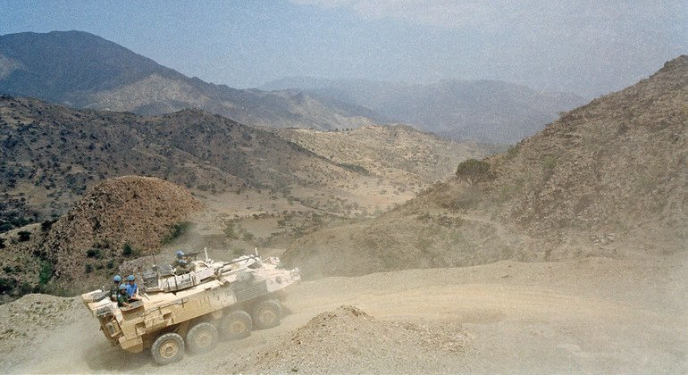 An armoured personnel carrier from the Netherlands and Canadian Battalion (NECBAT), part of the UN Mission in Eritrea and Ethiopia (UNMEE), patrols the Temporary Security Zone, a buffer area along the countries' common border (1 June 2001).
