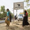 孟加拉国考克斯巴扎地区的库图帕隆难民营附近设置了大象路过的标语以保护难民。