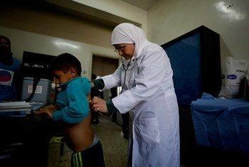 A OMS faz um apelo aos lados em conflito, para garantirem que todas as pessoas doentes e feridas possam ir aos centros de saúde receber tratamento.