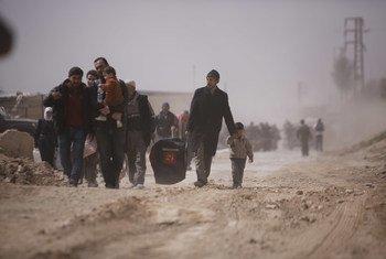 Residentes de Goutha Oriental deixam a cidade.