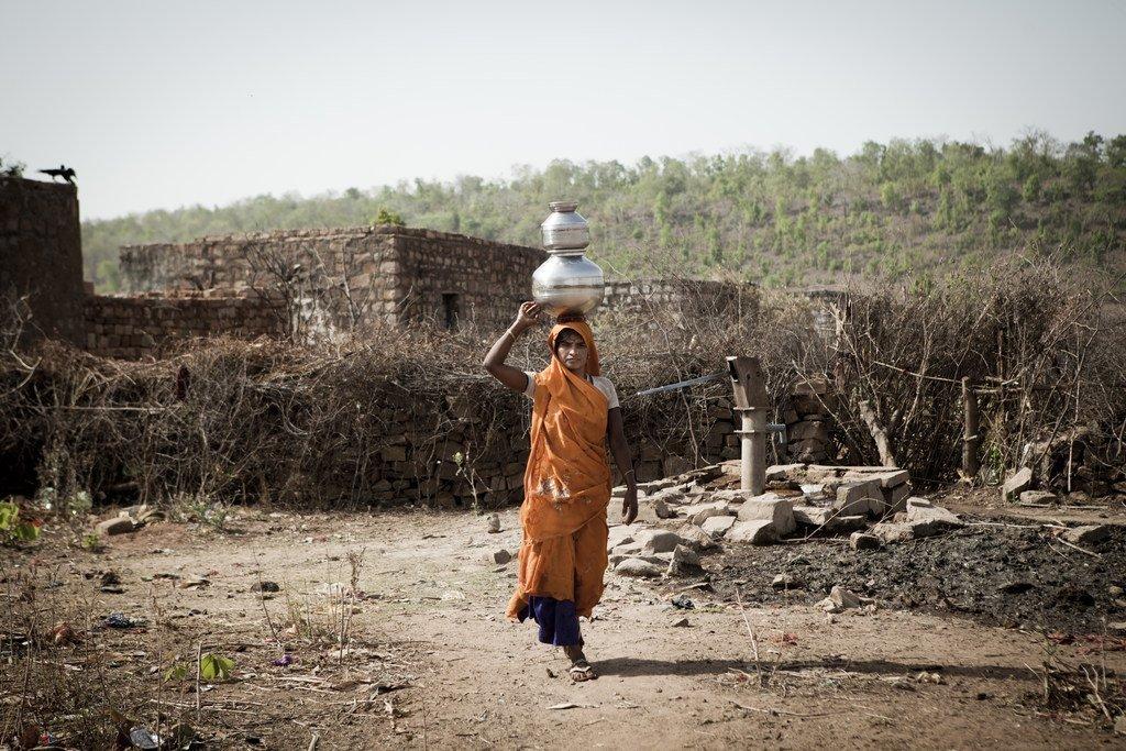 印度农村地区的妇女。