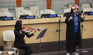 Spencer Hart, a woman with autism performs at a special event to mark World Autism Awareness Day at the United Nations Headquarters. (file photo)