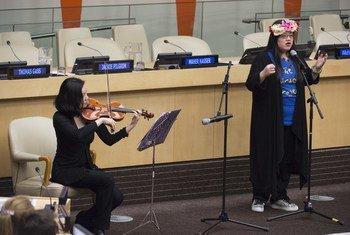 Spencer Hart, une femme atteinte d'autisme, lors d'un évènement au siège de l'ONU pour marquer la Journée de sensibilisation à l'autisme (archives).