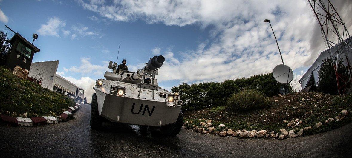 Итальянские миротворцы из Миссии ООН в Ливане патрулируют «голубую линию», разделяющую Ливан и Израиль.