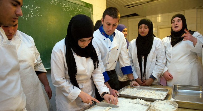 Students at the Tyre Public Technical School learn how to slice gnocchi dough during a cooking course offered by the Italian contingent of the UN peacekeeping mission. (5 March 2014)