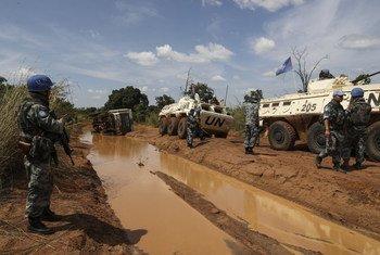 حفظة السلام في بعثة الأمم المتحدة في جنوب السودان أثناء قيامهم بدورية أمنية (أرشيف)