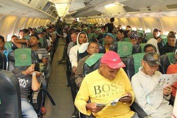 Refugiados venezolanos vuelan desde Boa Vista en el estado de Roraima, en Brasil, a otros estados.