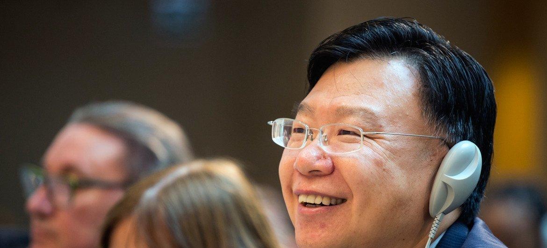世卫组织传染病事务助理总干事任明辉博士在世界卫生大会上 。