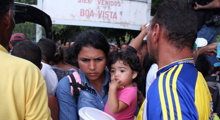 Los refugiados venezolanos se refugian en la plaza Simón Bolívar, en Boa Vista, en el estado brasileño de Roraima.