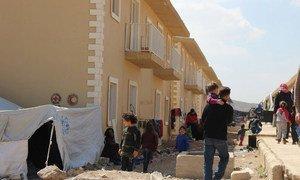 Un abri à Harjalleh en Syrie accueille des milliers de personnes déplacées de la Ghouta orientale.