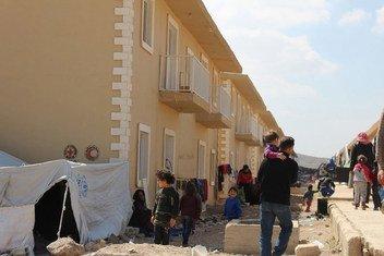 位于叙利亚大马士革郊区的哈尔加勒(Harjalleh)安置了1万5千多名来自东古塔的难民。鉴于目前的紧张局势,联合国秘书长叙利亚问题特使德米斯展开紧急磋商,希望确定推动重启政治进程的不同选项。
