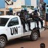 Des Casques bleus de la Mission multidimensionnelle intégrée de stabilisation en République centrafricaine (MINUSCA) patrouillent dans la ville de Bangui en 2017.