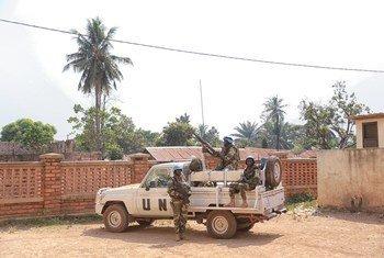 Des Casques bleus de la Mission des Nations Unies en République centrafricaine (MINUSCA) en patrouille à Bangui (archives)