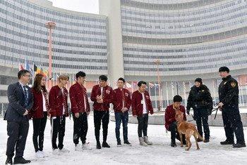 《奔跑吧》大型竞技真人秀七位明星在联合国维也纳办事处录制节目。