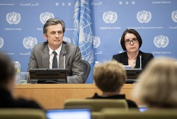 Catherine Marchi-Uhel (droite), la cheffe du Mécanisme d'enquête international, impartial et indépendant sur les crimes commis en Syrie, lors d'une conférence de presse à l'ONU. Mme Marchi-Uhel a plaidé mercredi pour une coopération et un appui financier des Etats membres.