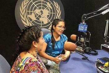 """Avexnim Cojti (Izq.) y Bia´ni Madsa' Juárez López, representantes de la organización sin ánimo de lucro """"Cultural Survival"""", durante la entrevista con Noticias ONU."""