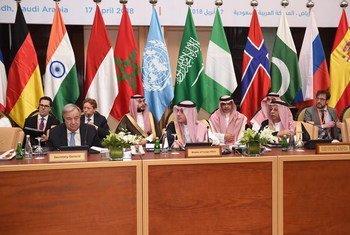 الأمين العام للأمم المتحدة، ووزير الخارجية السعودي، والسفير السعودي لدى الأمم المتحدة، في الاجتماع السادس عشر للمجلس الاستشاري لمركز الأمم المتحدة لمكافحة الإرهاب.