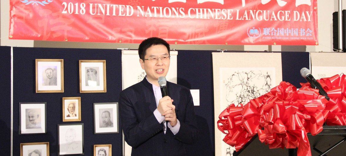 """来自南京师范大学的郦波教授题为""""志趣与情趣——诗词背后的中国精神""""的讲座也吸引了众多的中国文化爱好者。"""